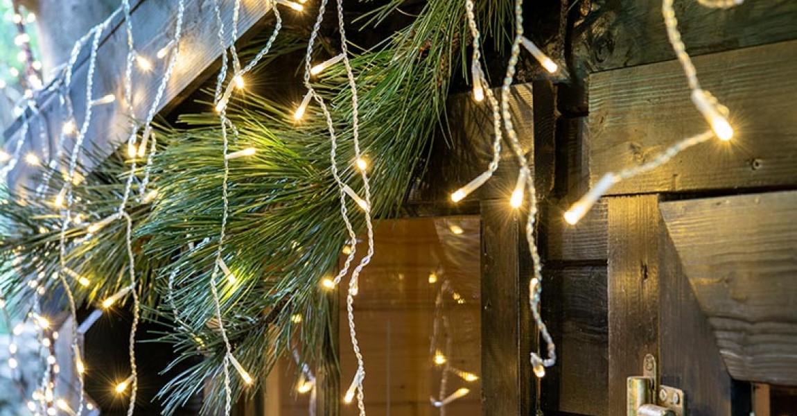 Hoe bevestig je kerstversiering aan je huis?