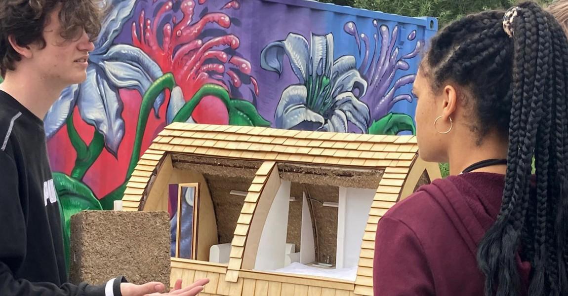 Het bouwen van een circulair tiny hennep house